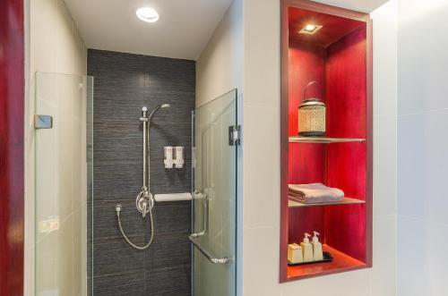 A bathroom at Red Ginger Chic Resort