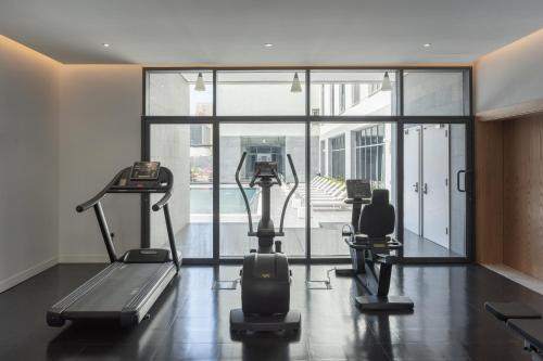The fitness center and/or fitness facilities at Delta Hotel Apartments