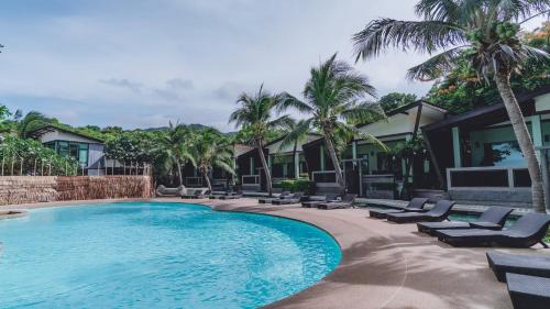 The swimming pool at or near Cocohut Beach Resort & Spa