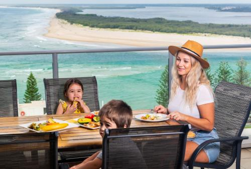 A family staying at Aspect Caloundra