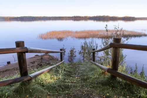 Вид на озеро недалеко от of country house