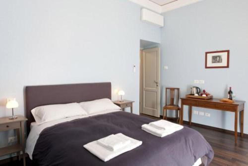 Кровать или кровати в номере B&B Santi Quattro Al Colosseo