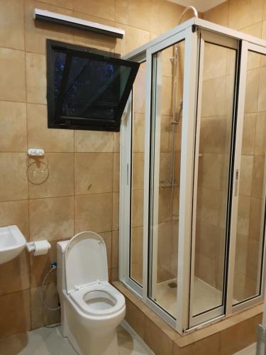 A bathroom at Ossanzaia Bilene Lodge