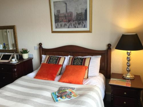 A bed or beds in a room at Taunton House Hotel