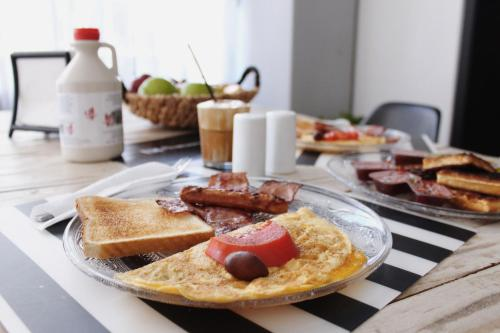 Breakfast options available to guests at Thanasis Place