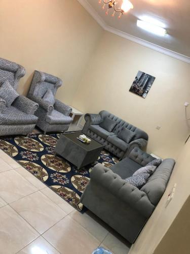 Uma área de estar em Zaer Al Fakhama Hotel Apartments