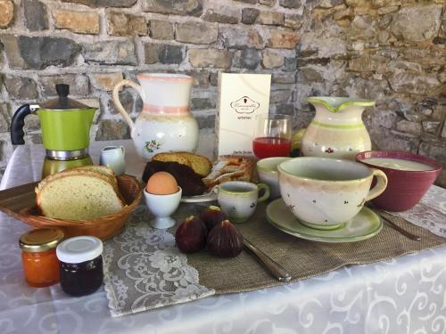 Breakfast options available to guests at Agriturismo Mammarella
