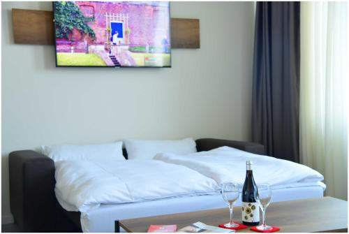 A bed or beds in a room at Motel Plus Schönefeld