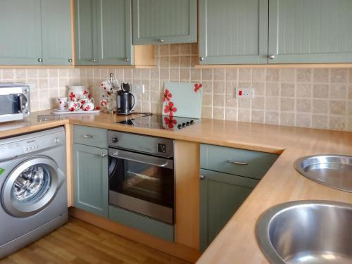 A kitchen or kitchenette at Brook Lodge Country Cottage