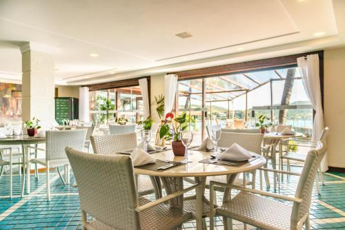A restaurant or other place to eat at Hotel Ferradura Private