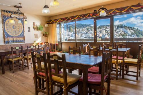 A restaurant or other place to eat at Hospedaje Penthouse 1004