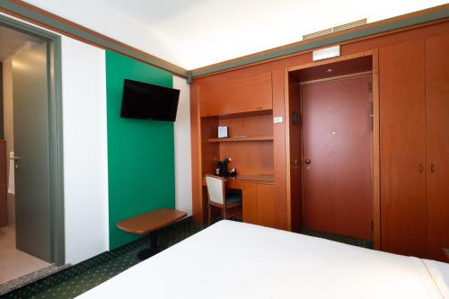 A bed or beds in a room at Jet Hotel, Sure Hotel Collection by Best Western