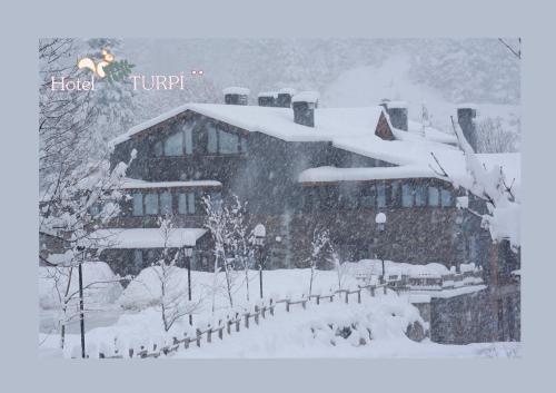 HOTEL TURPÍ during the winter