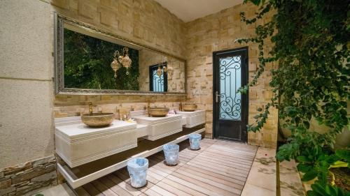 Um banheiro em Ramakh Resort