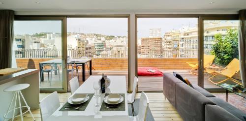 Un restaurante o sitio para comer en Apartamentos Alfonso X