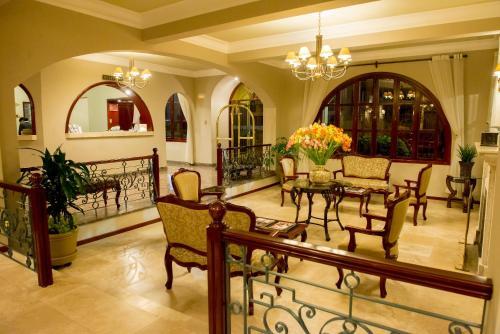 The lounge or bar area at El Cabildo Hotel