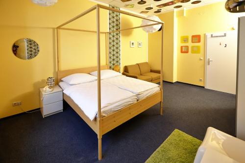 A bed or beds in a room at LaLeLu Hostel Dresden
