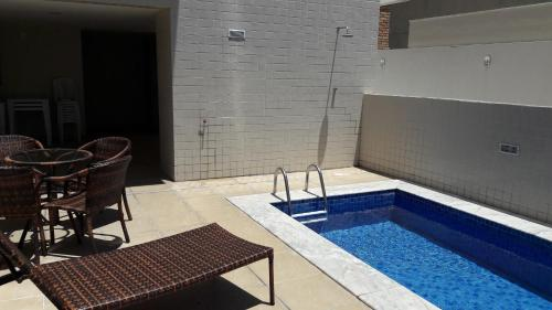 The swimming pool at or close to Apartamento Edifício Edécio Lopes