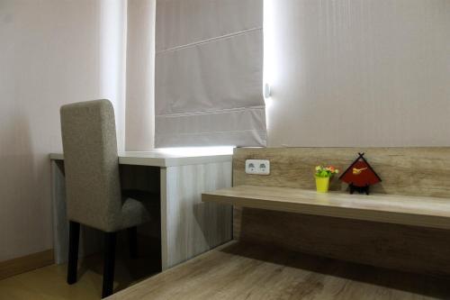 A bathroom at Homey 1BR at Enviro Apartment Cikarang By Travelio