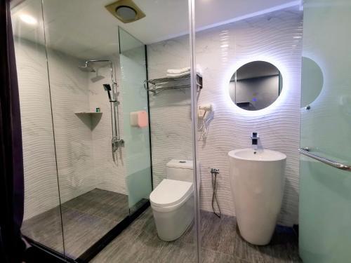 A bathroom at WOW Hotel Penang
