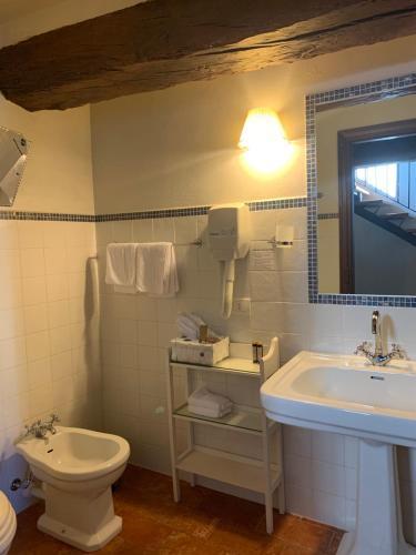 Ein Badezimmer in der Unterkunft Castello La Rocchetta