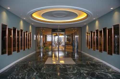 The lobby or reception area at Riu Plaza España