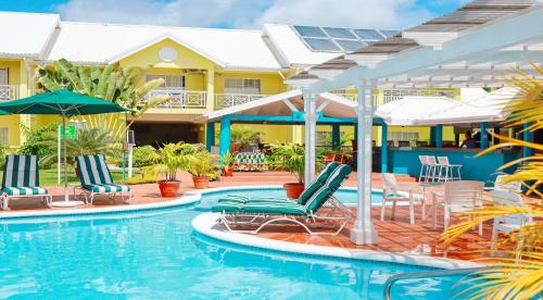 The swimming pool at or close to Bay Gardens Hotel