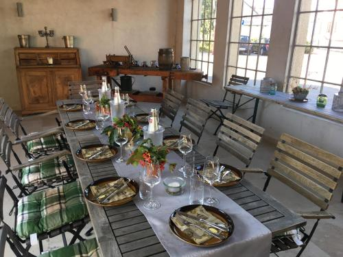 A restaurant or other place to eat at HEINRICHs winery bed & breakfast