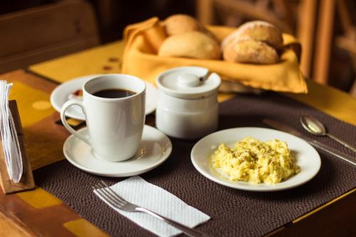 Breakfast options available to guests at Casa de Baraybar