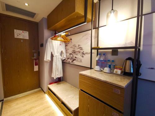 A kitchen or kitchenette at Hotel Landmark Canton