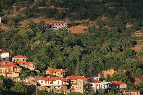 Άποψη από ψηλά του Αρχοντικό του Πάρνωνα