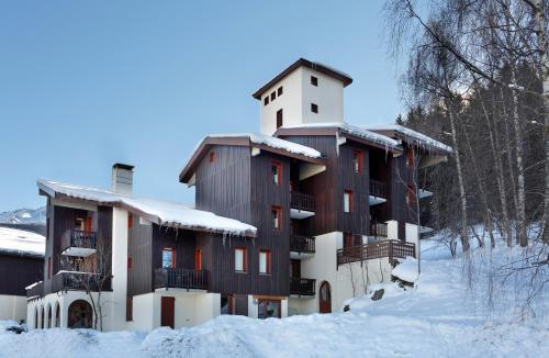 Vacancéole - Le Chalet De Montchavin during the winter