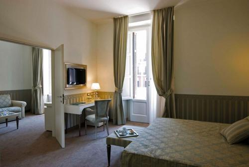 A bed or beds in a room at iH Hotels Bari Oriente