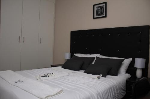 A bed or beds in a room at Kunzi Bed & Breakfast