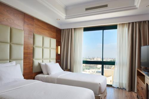 A bed or beds in a room at Hilton Pyramids Golf