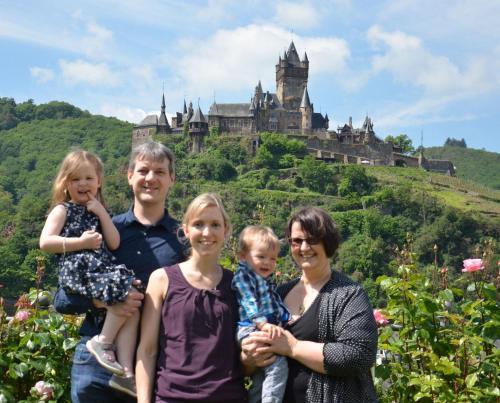 Een gezin dat verblijft bij Flair Hotel am Rosenhügel