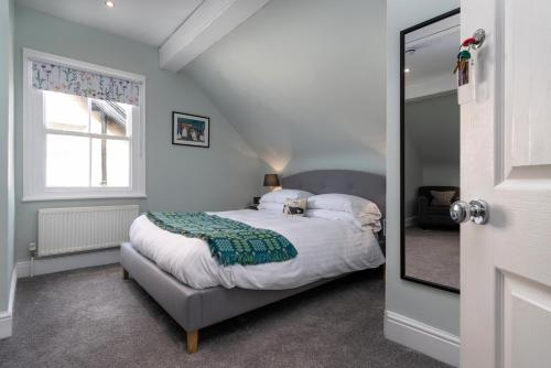 A bed or beds in a room at Bodnant Guest House