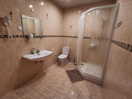 A bathroom at Hotel Privat