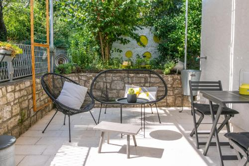 A porch or other outdoor area at Apartment On the Sunny Side