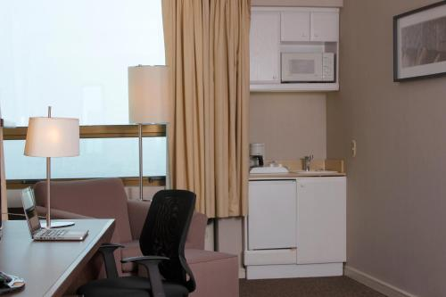 Una cocina o zona de cocina en Holiday Inn Express - Antofagasta, an IHG Hotel