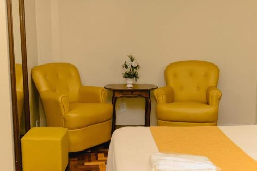 A seating area at Hotel Ibiá