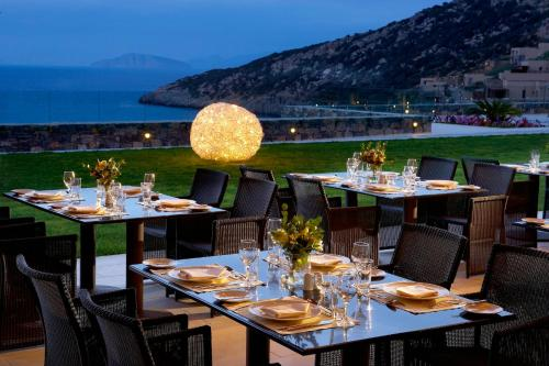 A restaurant or other place to eat at Daios Cove Luxury Resort & Villas