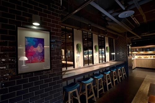 The lounge or bar area at Just Sleep - Ximending