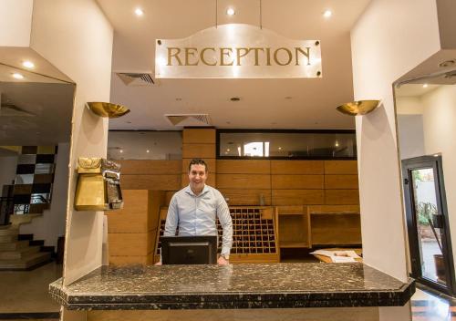 أعضاء طاقم العمل في Cleopatra Hotel