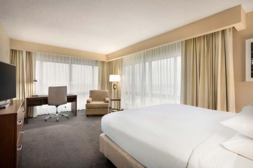 A bed or beds in a room at DoubleTree by Hilton Orlando Downtown