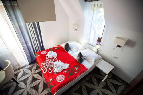 A bed or beds in a room at ApartHotel Tatry de Luxe FizjoMedical & Spa