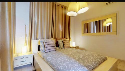"""מיטה או מיטות בחדר ב-ארבעה צימרים"""" במצפה רמון"""""""