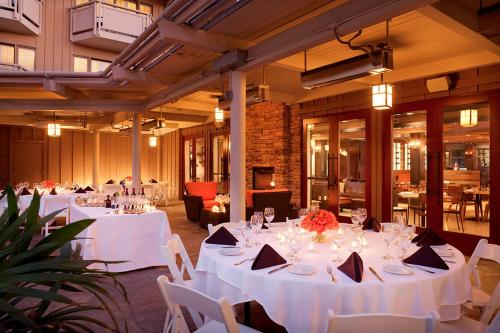 A restaurant or other place to eat at The Lodge at Tiburon