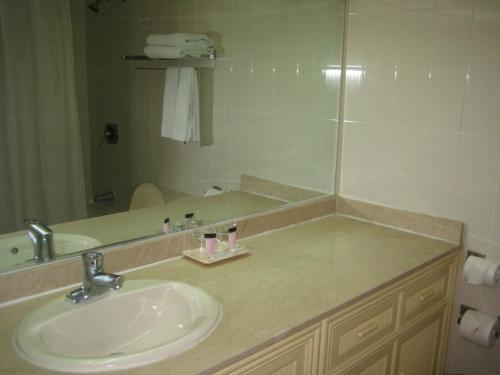 A bathroom at Tumon Bay Capital Hotel