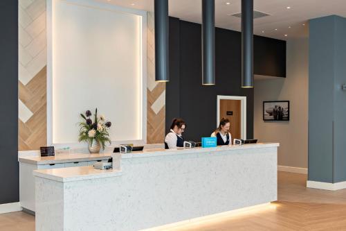 The lobby or reception area at Hilton Garden Inn Abingdon Oxford